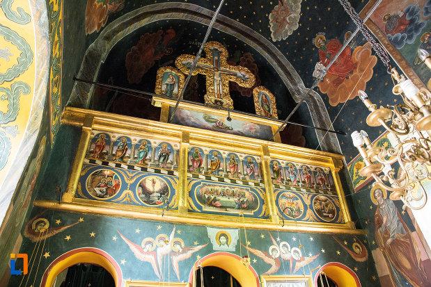 imagine-cu-interiorul-de-la-manastirea-streharet-din-slatina-judetul-olt.jpg