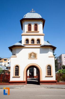 imagine-cu-intrarea-in-biserica-sf-nicolae-din-oltenita-judetul-calarasi.jpg