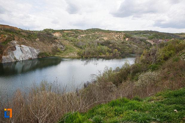 imagine-cu-lacul-cincis-cerna-lacul-teliuc-din-hunedoara-judetul-hunedoara.jpg