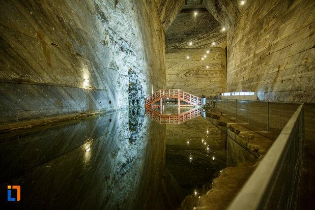 imagine-cu-lacul-subteran-din-salina-unirea-din-slanic-judetul-prahova.jpg