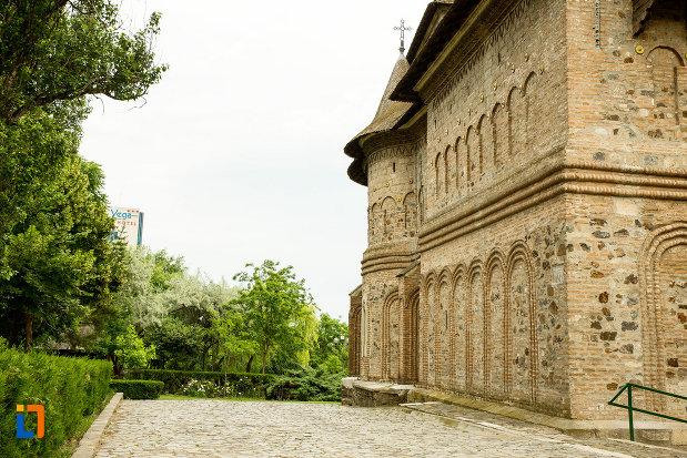 imagine-cu-laterala-de-la-biserica-fortificata-precista-din-galati-judetul-galati.jpg