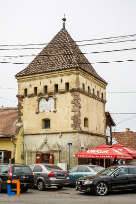imagine-cu-latura-de-est-bastionul-cutitarilor-turnul-rotarilor-turnul-portii-ulitei-fierarilor-curtine-a-cetatii-din-medias-judetul-sibiu.jpg