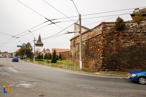 imagine-cu-latura-de-sud-bastionul-blanarilor-turnul-de-poarta-forkesch-curtine-fragmente-a-cetatii-din-medias-judetul-sibiu.jpg