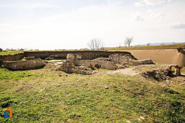imagine-cu-locuintele-romane-din-alba-iulia-judetul-alba.jpg