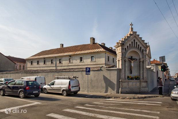 imagine-cu-manastirea-capucinilor-din-oradea-judetul-bihor.jpg