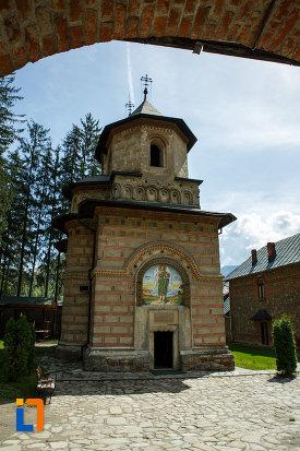 imagine-cu-manastirea-cornetu-din-calinesti-judetul-valcea.jpg