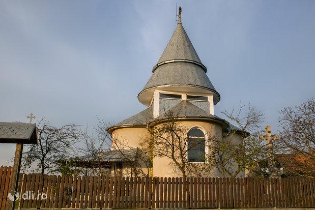 imagine-cu-manastirea-izbuc-din-valea-lui-mihai-judetul-bihor.jpg