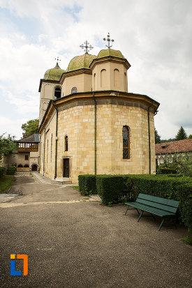 imagine-cu-manastirea-negru-voda-din-campulung-muscel-judetul-arges-2.jpg