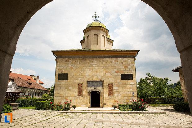 imagine-cu-manastirea-negru-voda-din-campulung-muscel-judetul-arges.jpg