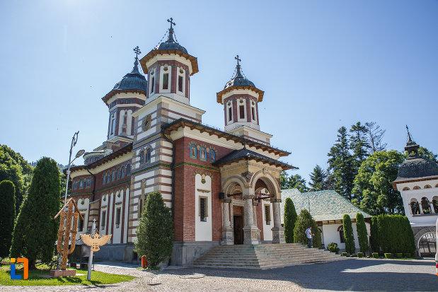 imagine-cu-manastirea-sinaia-judetul-prahova.jpg