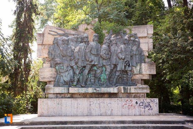 imagine-cu-monument-comemorativ-al-rascoalei-din-1907-din-botosani-judetul-botosani.jpg