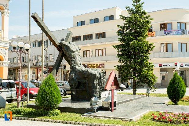 imagine-cu-monument-inchinat-eroilor-revolutiei-din-1989-din-buzau-judetul-buzau.jpg