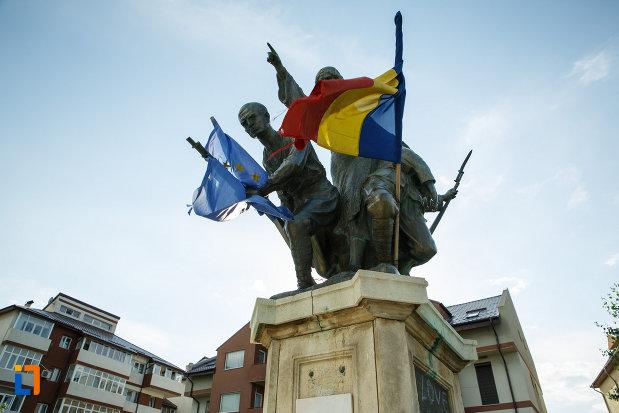 imagine-cu-monumentul-eroilor-1916-1918-din-odobesti.jpg