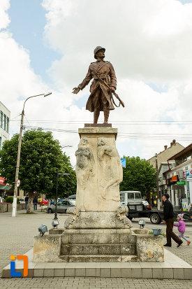 imagine-cu-monumentul-eroilor-din-calafat-judetul-dolj.jpg