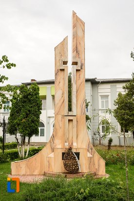 imagine-cu-monumentul-eroilor-din-curtea-de-arges-judetul-arges.jpg