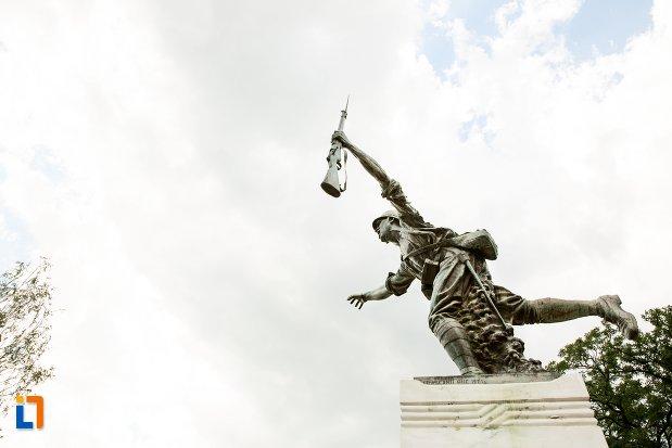 imagine-cu-monumentul-eroilor-din-dorohoi-judetul-botosani.jpg
