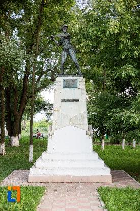 imagine-cu-monumentul-eroilor-din-fundulea-judetul-calarasi.jpg