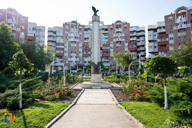 imagine-cu-monumentul-eroilor-din-navodari-judetul-constanta.jpg