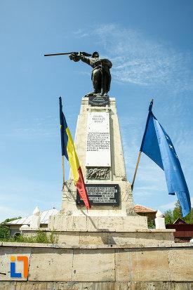 imagine-cu-monumentul-eroilor-din-novaci-judetul-gorj.jpg