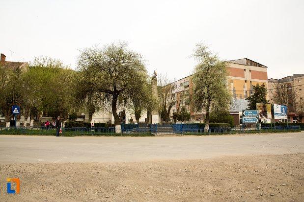 imagine-cu-monumentul-eroilor-din-ocna-mures-judetul-alba.jpg