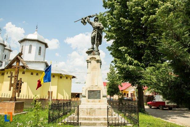 imagine-cu-monumentul-eroilor-din-patarlagele-judetul-buzau.jpg