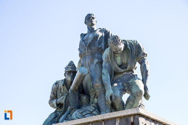 imagine-cu-monumentul-eroilor-din-predeal-judetul-brasov.jpg