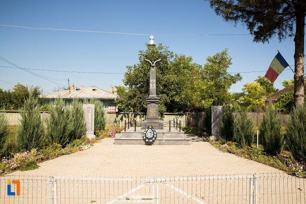 imagine-cu-monumentul-eroilor-din-stefanesti-judetul-botosani.jpg