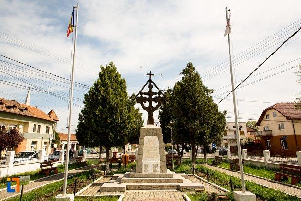 imagine-cu-monumentul-eroilor-din-teius-judetul-alba.jpg