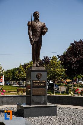 imagine-cu-monumentul-eroilor-neamului-din-sannicolau-mare-judetul-timis.jpg