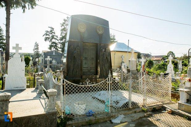 imagine-cu-monumentul-funerar-al-lui-nicolae-seceleanu-din-buzau-judetul-buzau.jpg