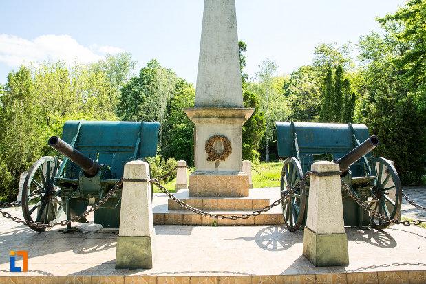 imagine-cu-monumentul-in-amintirea-bombardarii-widinului-din-calafat-judetul-dolj.jpg