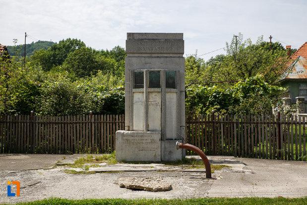 imagine-cu-monumentul-inaintasilor-din-breaza-judetul-prahova.jpg