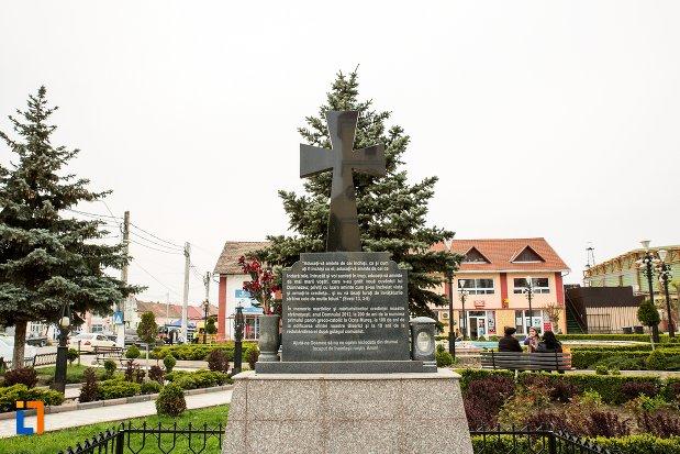 imagine-cu-monumentul-inchinat-bisericii-greco-catolice-din-ocna-mures-judetul-alba.jpg