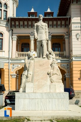 imagine-cu-monumentul-inchinat-rascoalei-din-1907-din-buzau-judetul-buzau.jpg