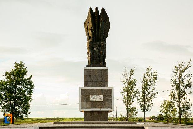 imagine-cu-monumentul-independentei-de-langa-corabia-judetul-olt.jpg