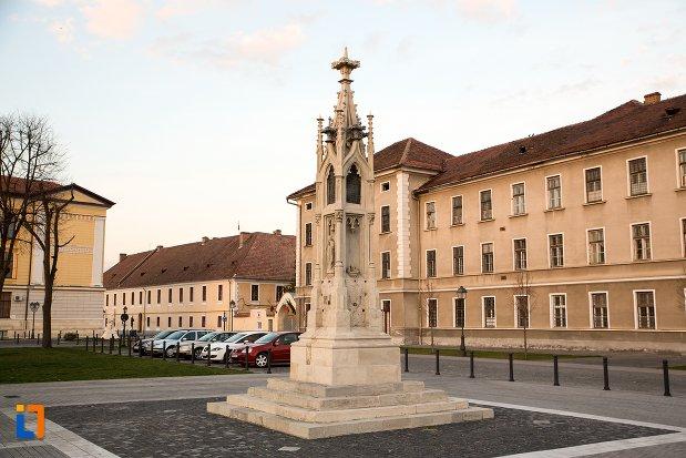 imagine-cu-monumentul-losenau-din-alba-iulia-judetul-alba.jpg