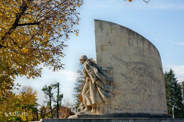 imagine-cu-monumentul-ostasului-romandin-baia-mare-judetul-maramures.jpg