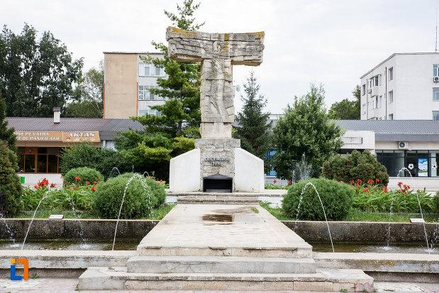imagine-cu-monumentul-revolutiei-din-decembrie-1989-din-slobozia-judetul-ialomita.jpg