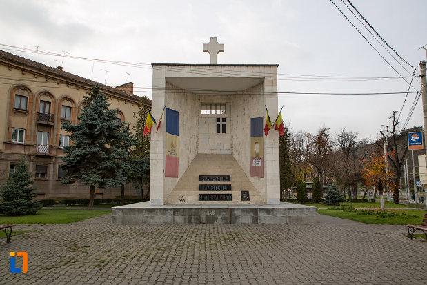 imagine-cu-monumentul-rezistentei-anticomuniste-din-cluj-napoca-judetul-cluj.jpg