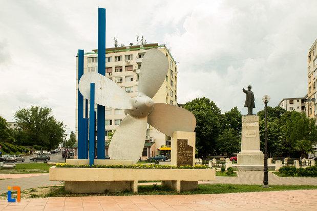 imagine-cu-monumentul-santierului-naval-elicea-din-galati-judetul-galati.jpg
