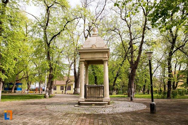 imagine-cu-monumentul-studentilor-din-aiud-judetul-alba.jpg