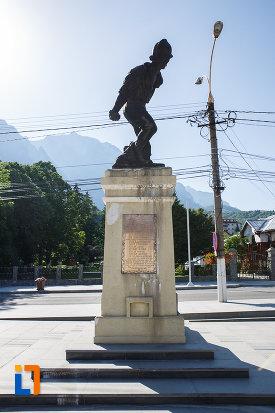 imagine-cu-monumentul-ultima-grenada-a-caporalului-constantin-musat-judetul-prahova.jpg