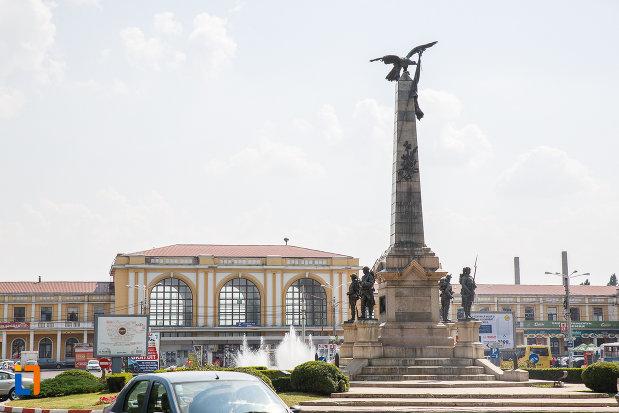 imagine-cu-monumentul-vanatorilor-din-razboiul-de-independenta-din-ploiesti-judetul-prahova.jpg