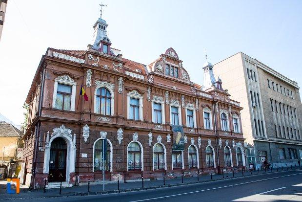 imagine-cu-muzeul-de-arta-si-muzeul-de-etnografie-din-brasov-judetul-brasov.jpg