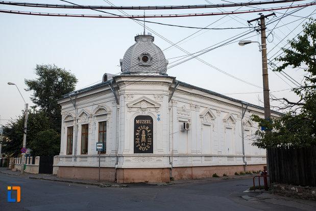imagine-cu-muzeul-national-al-petrolului-din-ploiesti-judetul-prahova.jpg