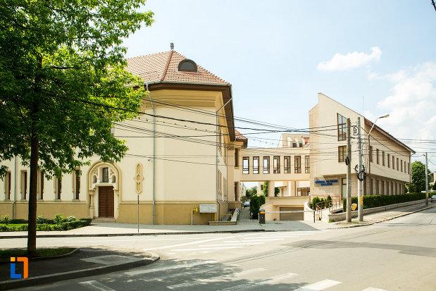 imagine-cu-muzeul-regional-al-olteniei-din-craiova-judetul-dolj.jpg