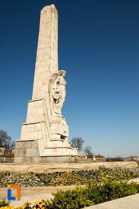imagine-cu-obeliscul-lui-horea-closca-si-crisan-din-alba-iulia-judetul-alba.jpg