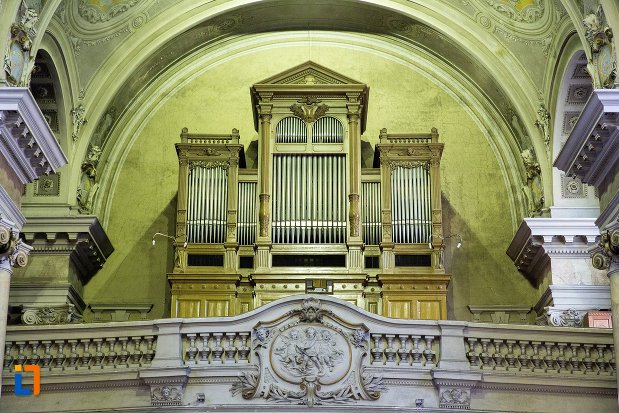 imagine-cu-orga-din-catedrala-romano-catolica-din-arad-judetul-arad.jpg
