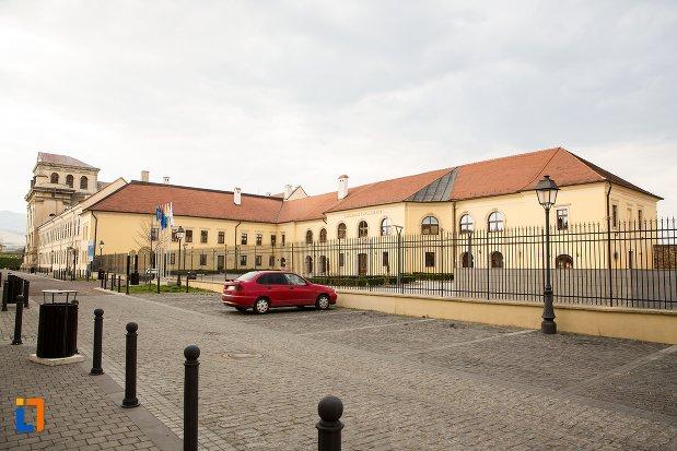 imagine-cu-palatul-apor-azi-universitatea-1-decembrie-rectorat-din-alba-iulia-judetul-arges.jpg