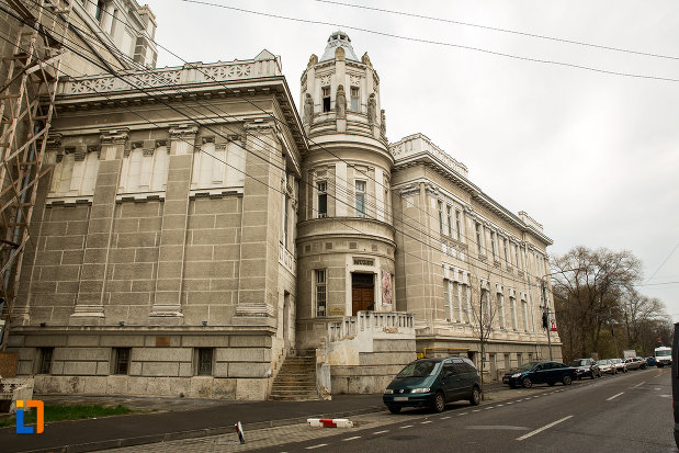 imagine-cu-palatul-cultural-din-arad-judetul-arad-din-lateral.jpg